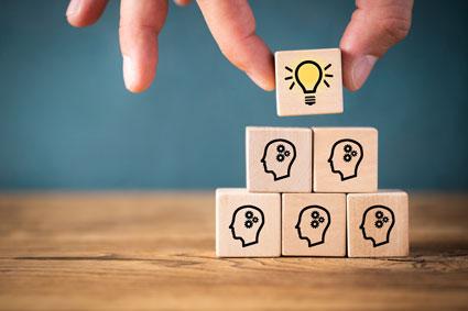 Ideen und Köpfe werden gestapelt